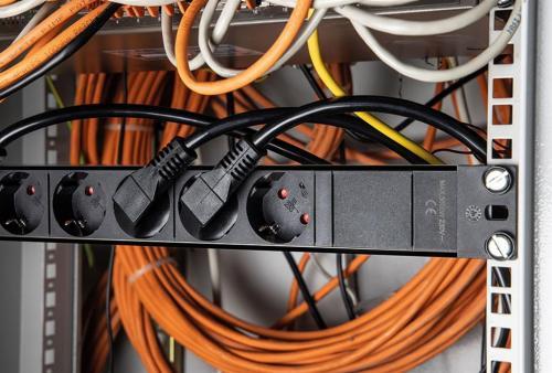 AS SCHWABE - Разклонител PDU 19 1U 8 гнезда и SPD арестор 2 метра AS18193