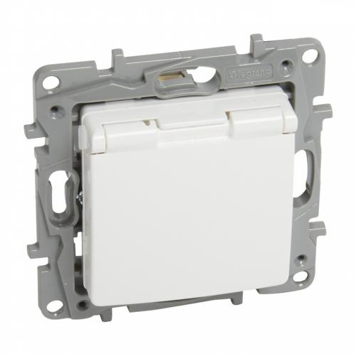 LEGRAND - 7 645 32 2P+E German std socket outlet Niloé -with shut. -flap cover -screw term. -white
