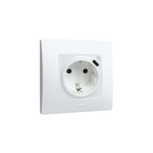 LEGRAND - Комплект контакт ШУКО 16A + USB тип C с декоративна рамка серия цвят Бял Niloe 764535 + 665001