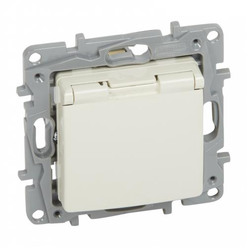LEGRAND - 7 646 32 2P+E German std socket outlet Niloé -with shut. -flap cover -screw term. -ivory